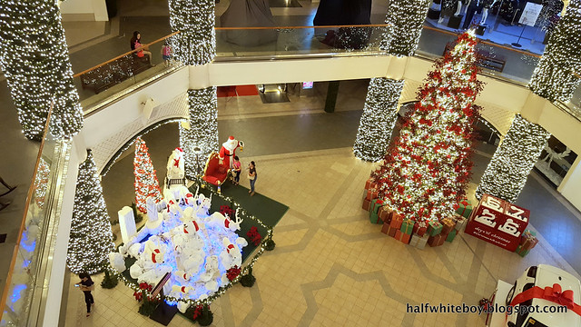 halfwhiteboy powerplant mall christmas decor 2016 12