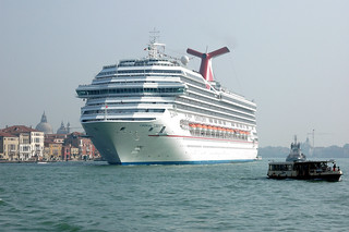 Cruiseship leaving Venice | by Wouter van Doorn