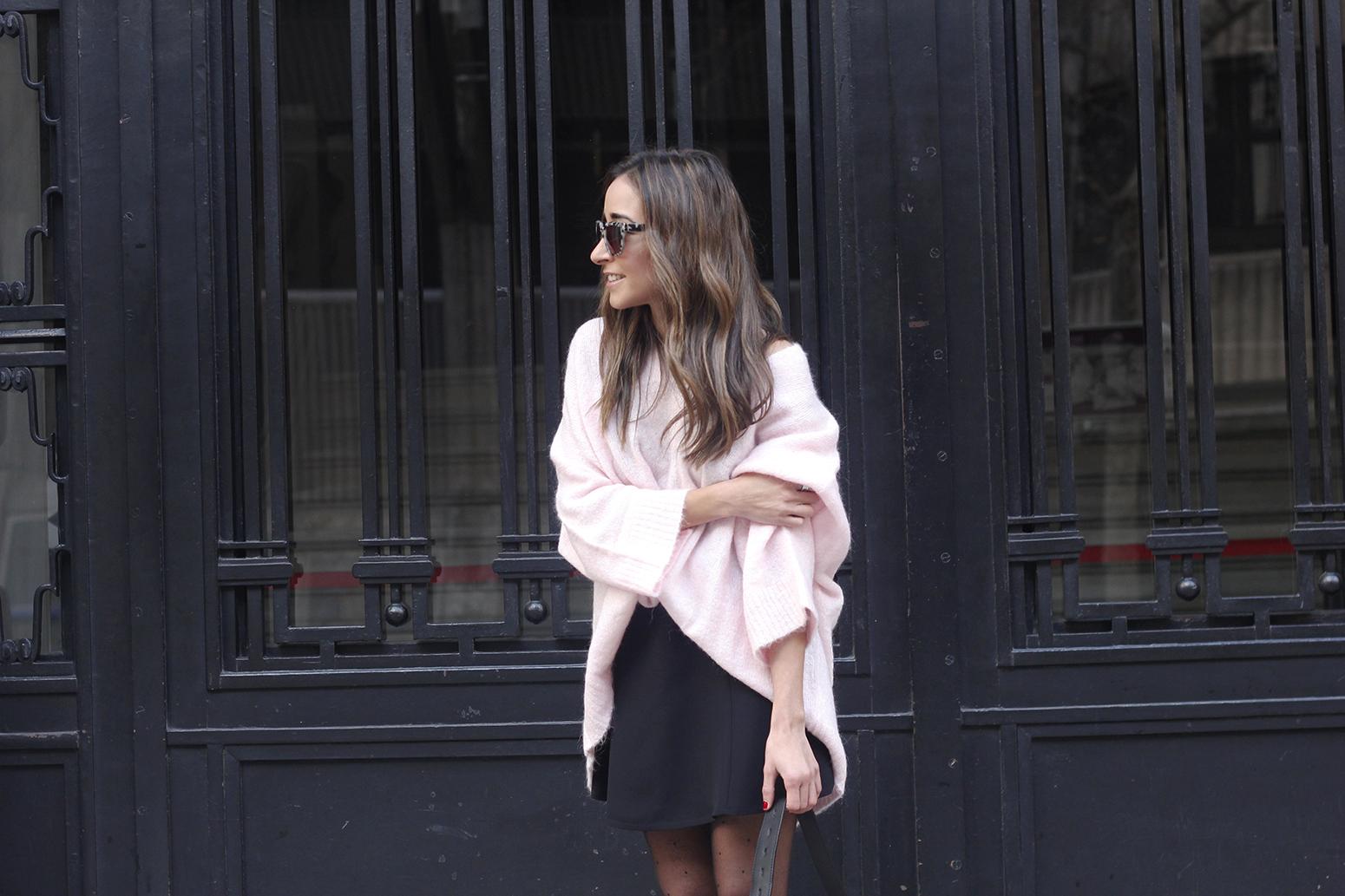 Pink sweater black skirt bulgari ring gloria ortiz bag heels outfit styel fashion16