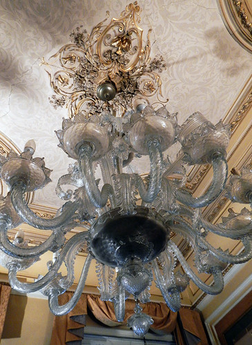 An antique chandelier in the Brussels Hotel Bluets