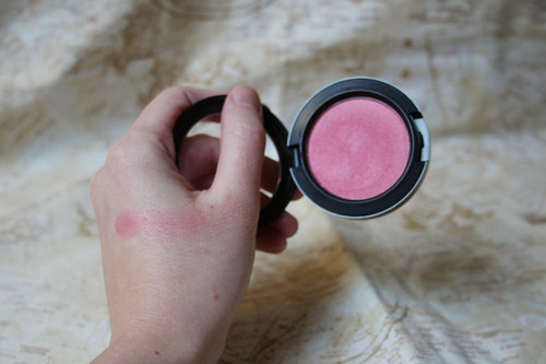 M.A.C blush in Dollymix