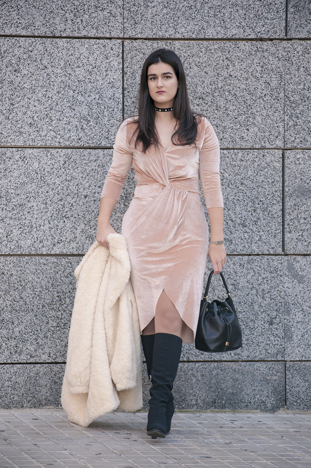 something fashion, spain valencia blogger moda, terciopelo vestido dress velvet pink zara 2017, vintage choker look outfit boots