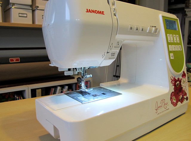 AMH M100 Sewing Machine