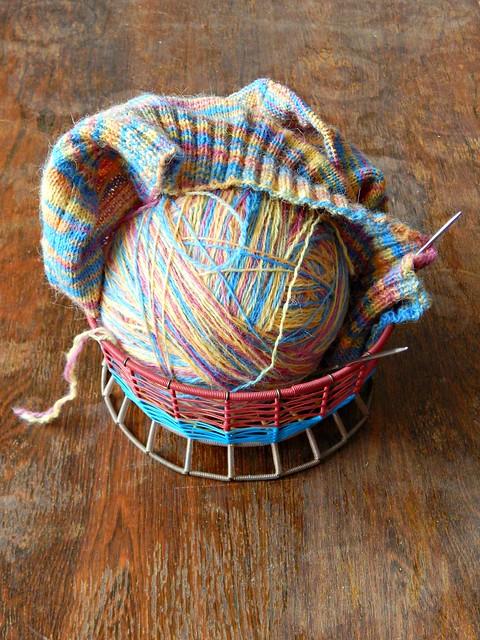 вязание и клубок в кошёлке | knitting in basket | HoroshoGromko.ru