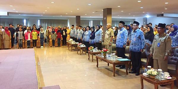 Walikota Tanjungpinang Lis Darmansyah, HZ Dadang AG, para undangan, Guru dan Siswa berprestasi dan para orang tau siswa