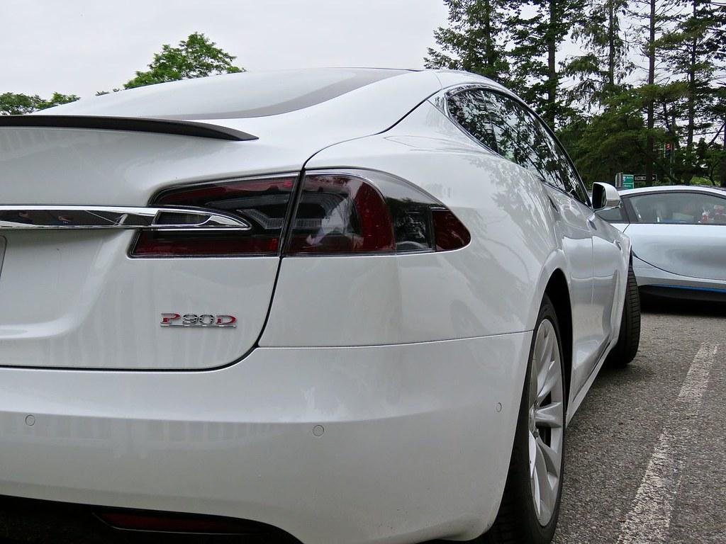 Tesla Model S P90D 14