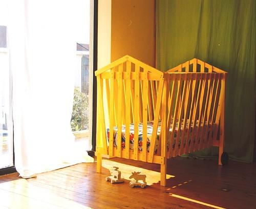 Cama de grades para dormir e brincar babys cot to sleep for Camas de dormir