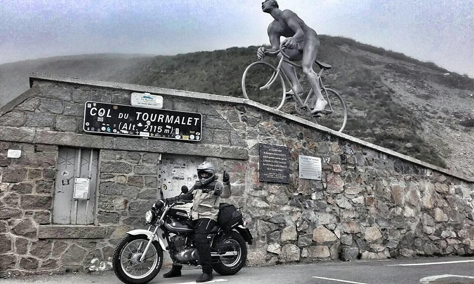 Suzuki Van Van coronando el Col du Tourmalet