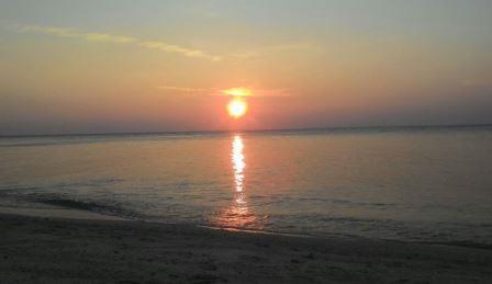 sunset di gili labak