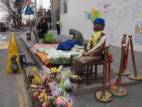 20160322_在ソウル日本大使館前