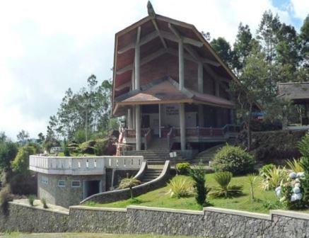 merupakan daerah yang cukup populer di Indonesia Info Wisata : Obyek Wisata Dieng | Berkunjung ke Dieng Plateau Demi Si Anak Gimbal