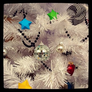 Boosting my not so festive mood: plan to use my #papercraft skills to add more decorations. For #365days project, 362/365