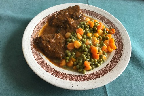 Marinated beef roast with peas & carrots / Sauerbraten mit Erbsen & Möhren