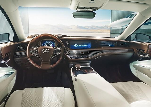 Lexus LS 500 2018 3
