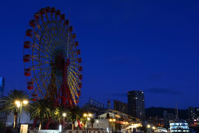 夜明け前の神戸ハーバーランドの観覧車の写真