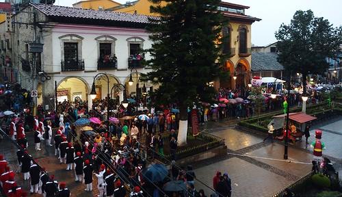 Transmisión en vivo del desfile navideño en Huauchinango Puebla