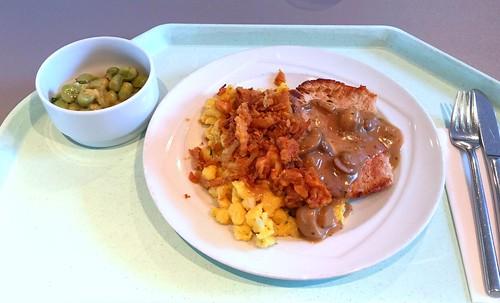 Swabian dish - Pork minute steak with fried onions, mushroom sauce & cheese spaetzle / Schwabenteller - Minutensteak vom Schwein mit Röstzwiebeln, Schwammerlsauce & Käsespätzle