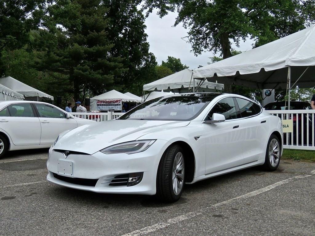 Tesla Model S P90D 17