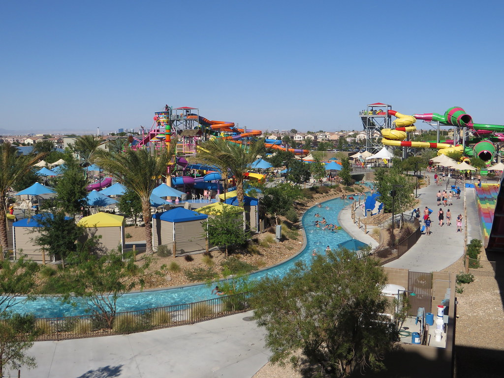 Cool off at Wet n Wild Las Vegas. Image: Ken Lund, CC.