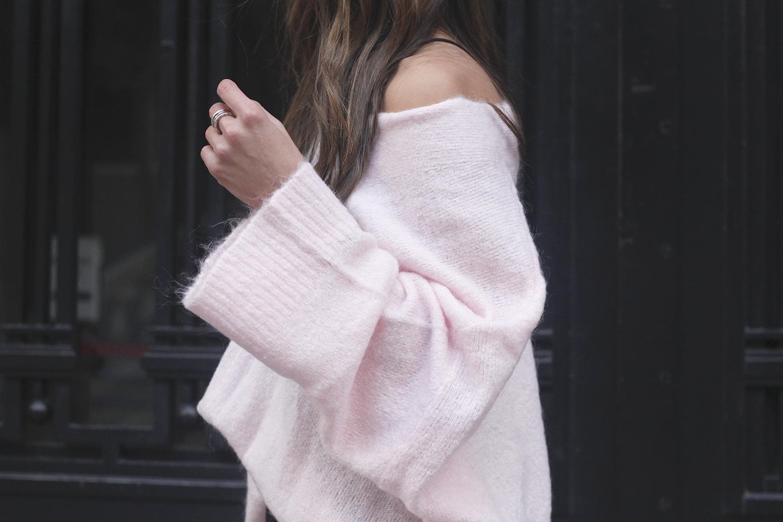 Pink sweater black skirt bulgari ring gloria ortiz bag heels outfit styel fashion20