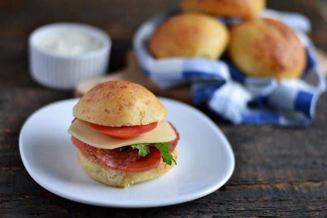 sandwich cu chifle cu parmezan corina ureche (2)