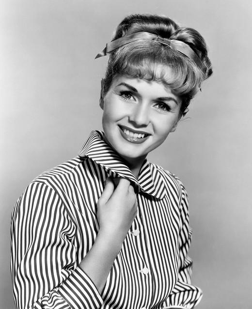 Debbie Reynolds - Photo 1