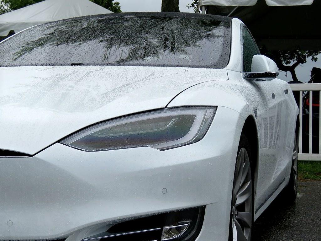 Tesla Model S P90D 15