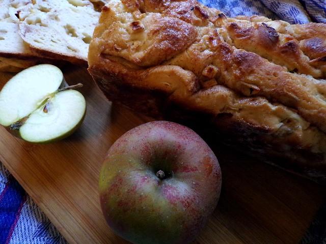 Cinnamon Apple Loaf Recipe - Hedgefairy Tales - http://hedgefairy.wordpress.co
