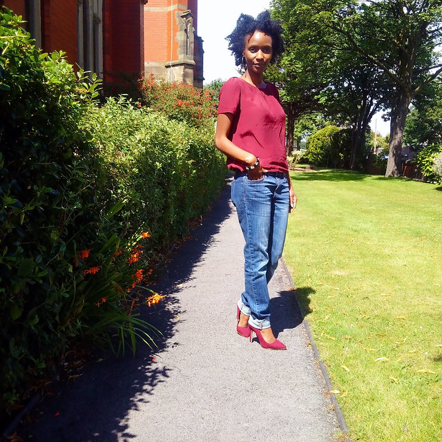 boyfriend-jeans-trend-burgundy-heels-and-matching-blouse