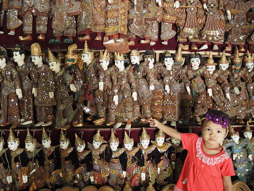 Small child + puppets, Mandalay