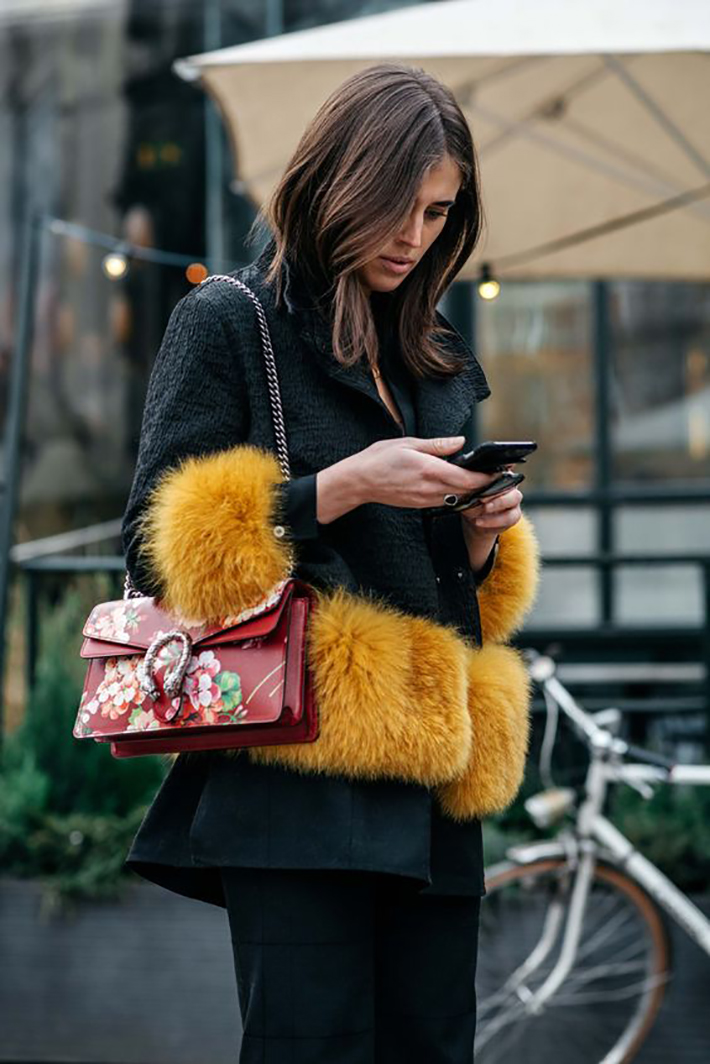 cozay and warm rainy day outfit accessories fall style streetstyle winter style fashion trend6