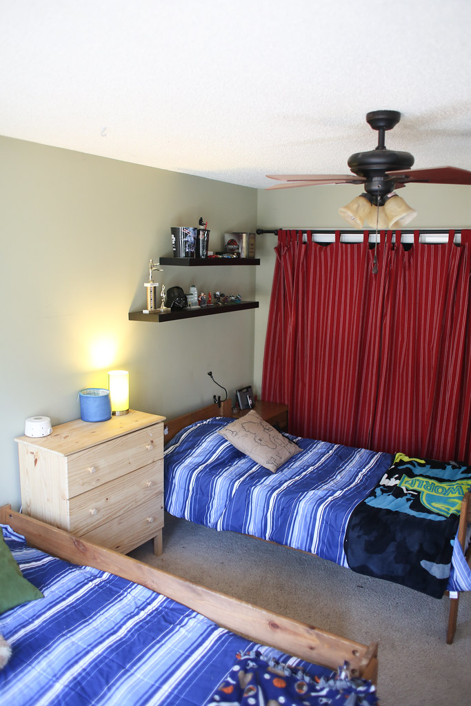 How to decorate and furnish a boys bedroom for less