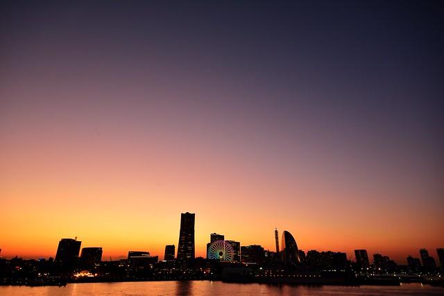 超広角で撮影した横浜の夕焼け