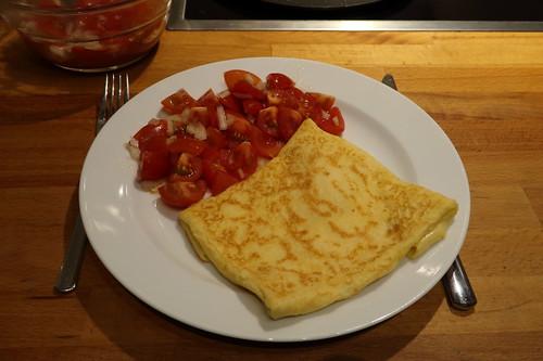 Käsecrêpe mit Tomatensalat