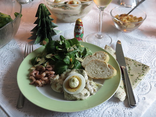 Makrelensalat, Krabben und Feldsalat als Mittagsimbiss