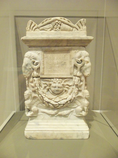 1st c Roman cinerary box (3)