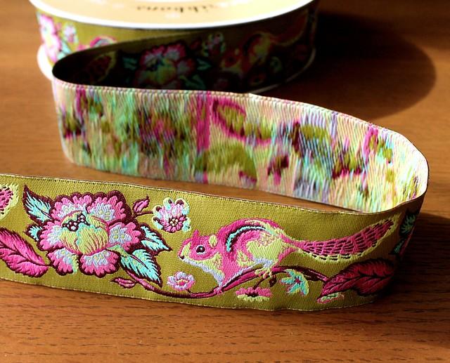 Renaissance Ribbons Chipmunk Pink on Green