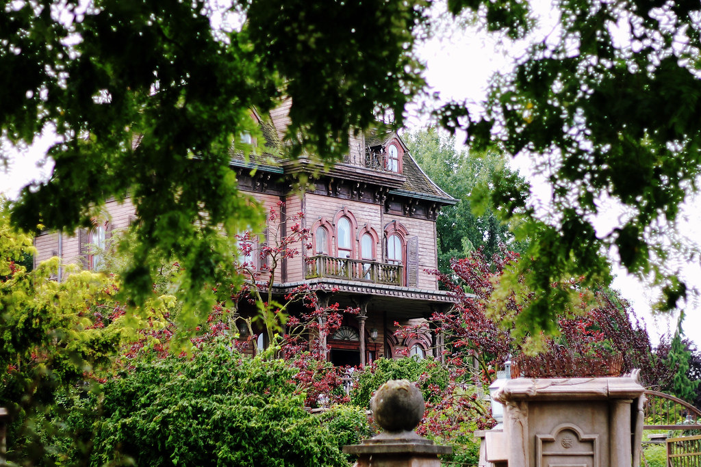 Drawing Dreaming - 10 razões para visitar a Disneyland Paris - Phantom Manor