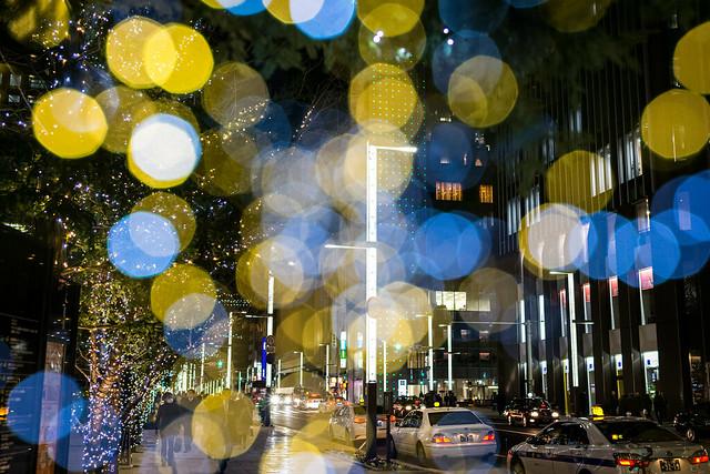 銀座の夜の街を多重露光で撮影した写真
