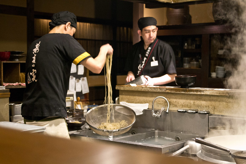 Soba noodles in the making, Kyoto | packmeto.com