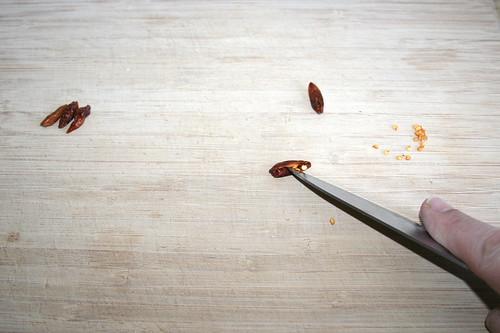 23 - Chilis entkernen / Decore chilis
