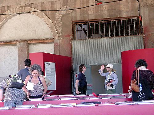 Rencontres d'Arles. Afcinema. années et une exposition présentant les meilleurs travaux réalisés dans l'année au Centre de Conservation du Livre. Livre.