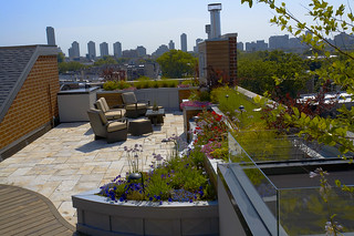 Yorkstone roof deck patio | by Unilock North America