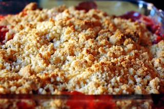 presenting the strawberry-apricot crumble | by sassyradish