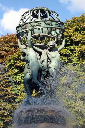 Paris luxembourg quarter jardin marco polo fontaine d for Jardin du bout du monde