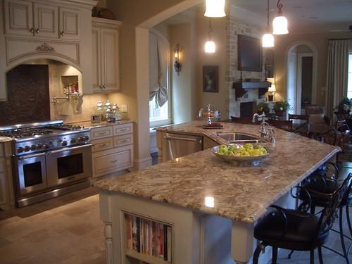 Kitchen in Manhattan Gold