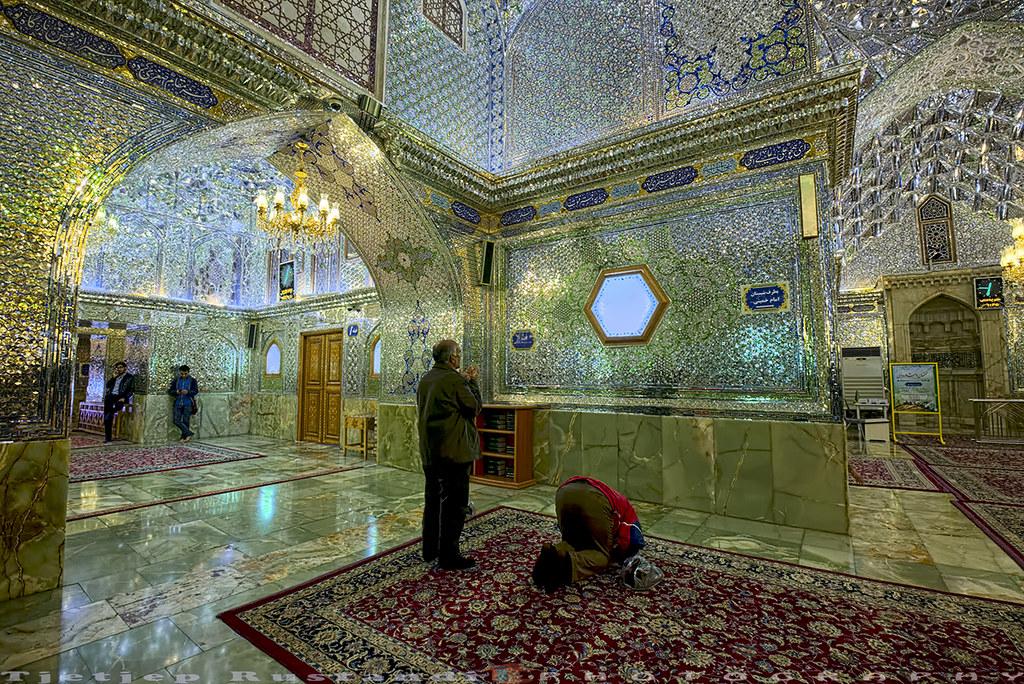 Prays at Shah-e-Cheragh