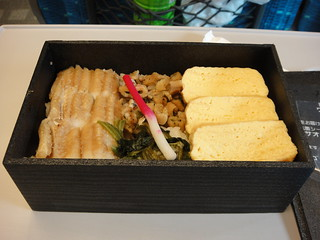 Rolled egg with soup and sea eel bento