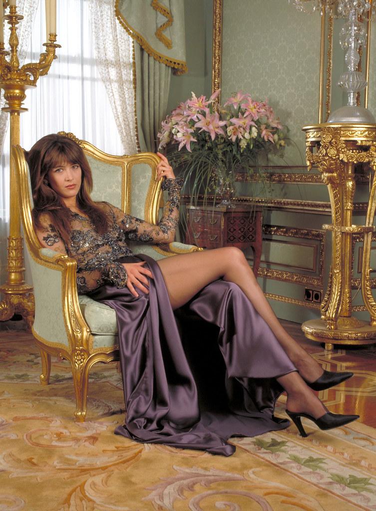 Актриса Софи Марсо в роли Электры Кинг