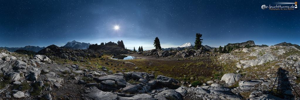 Kulshan Ridge under full moon
